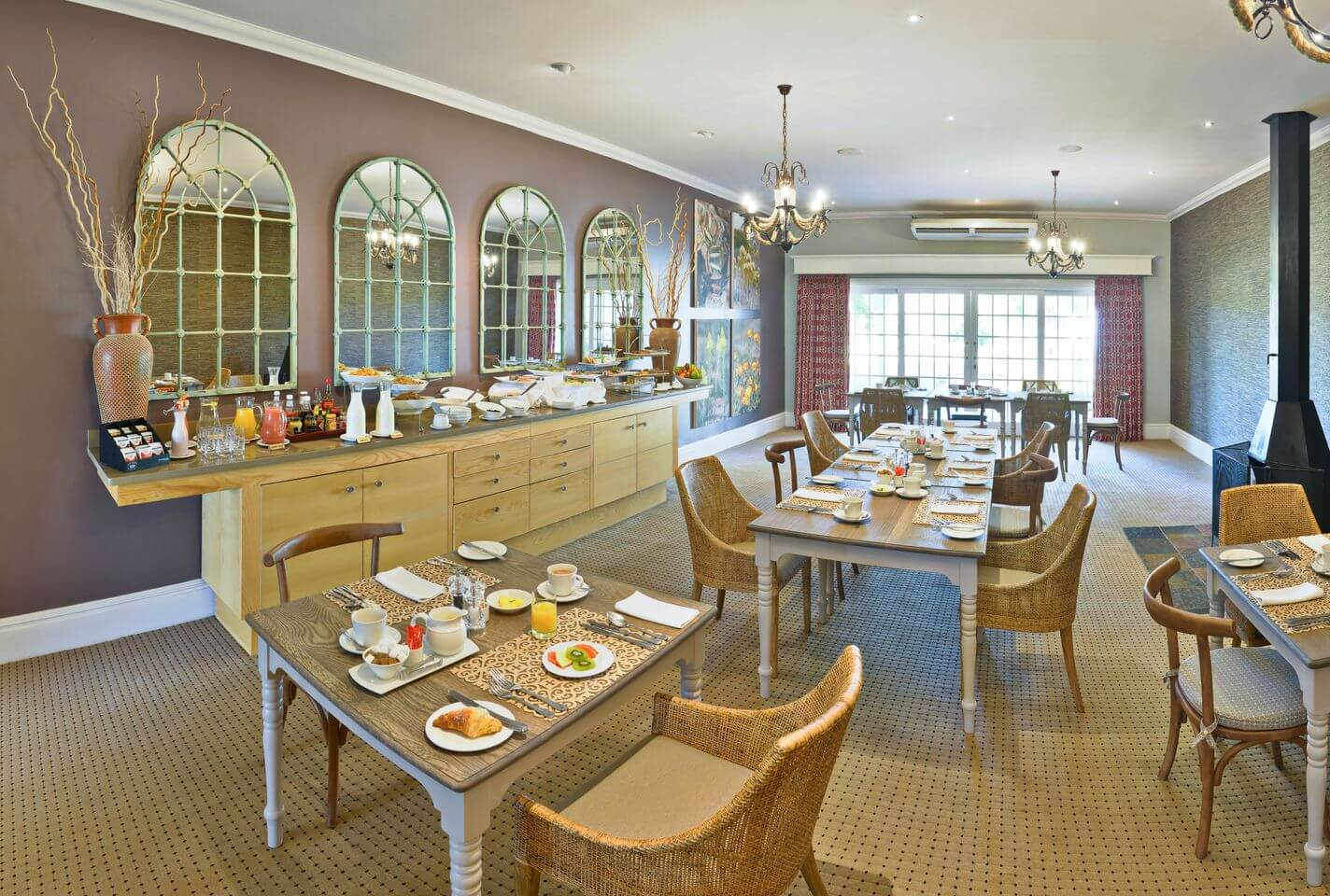 Riverdene-family-lodge-breakfast-dining-2016-new