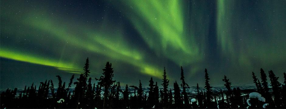 Aventura na Linha Férrea nas Montanhas e Aurora Boreal