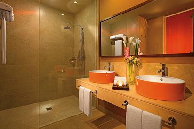 Banheiro completo da Allure Suite