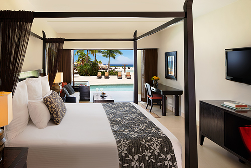 Cama balinesa e jacuzzi no terraço Hotel Secrets Wild Orchid Montego Bay