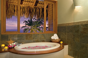 Jacuzzi nas suites - Zoëtry Agua Punta Cana